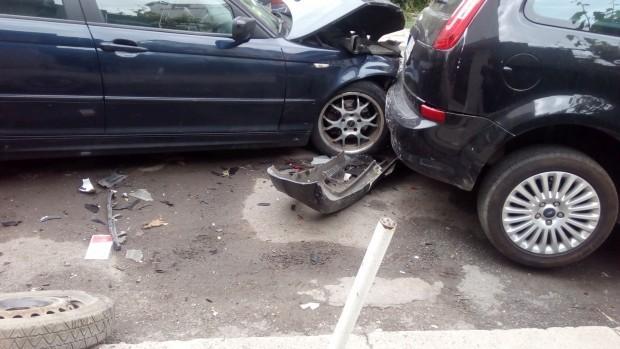 ИлюстрацияВследствие на инцидента е пострадала жена, пътуваща във втория автомобил,