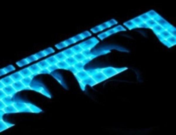 20-годишният компютърен специалист, арестуван във връзка с безпрецедентната кибератака срещу