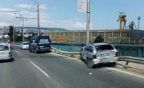 ФейсбукКатастрофа е станала на Аспарухов мост по-рано днес, научи Varna24.bg