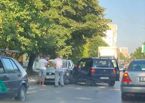 Виждам те КАТ-ВарнаОтнето предимство предизвика катастрофа по натоварен булевард във