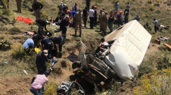 17 души загинаха и около 50 са ранени след като