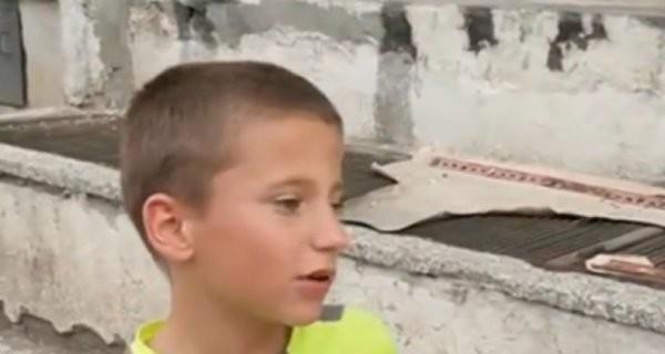 12-годишният Александър Вълчев твърди, че е бил ударен от полицейски