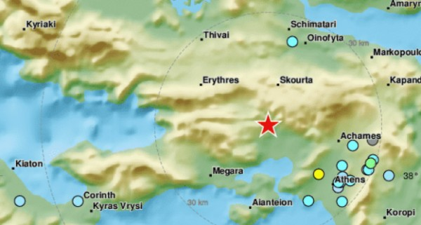 Силно земетресение разтресе гръцката столица Атина, карайки хората да избягат