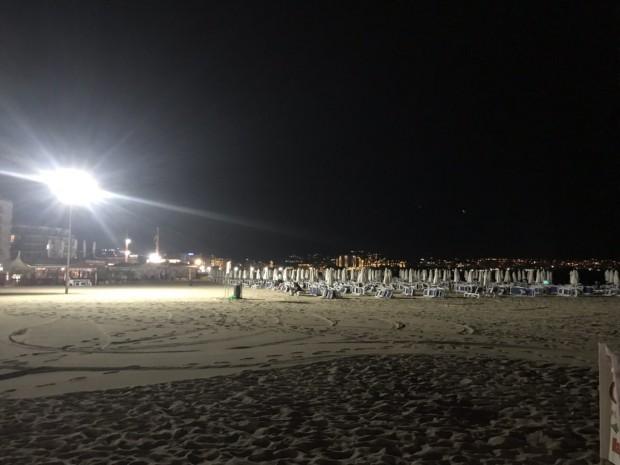 Трийсет и един стълба с общо 93 мощни лампи осигуряват