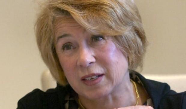 Бившата социална министърка Емилия Масларова се маже с крем против