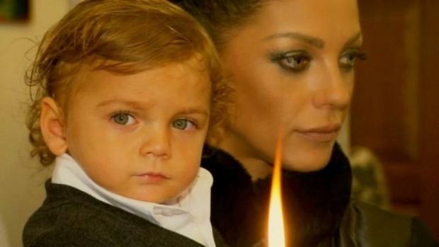 Снимка: Емануела изля болката си заради отнетото й дете