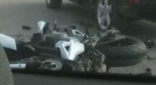 Снимка: Моторист се потроши в центъра на Варна, шокира уличните жрици