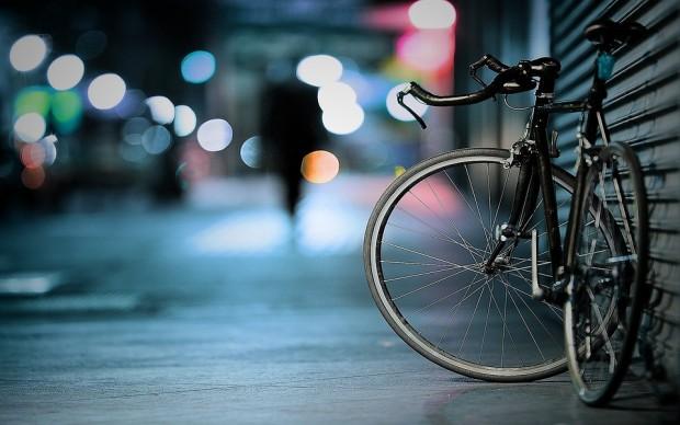 Снимка: Крадец от Варна измъкна колело от собственика му със сила