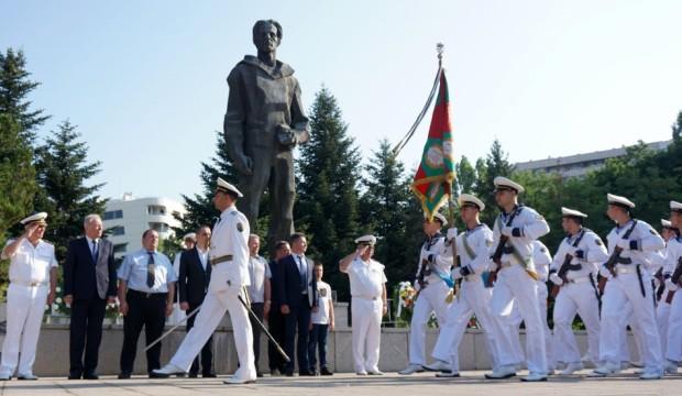 Снимка: Варна почете паметта на Никола Вапцаров