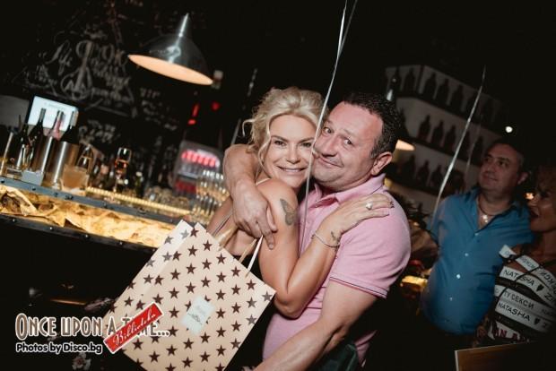 Снимка: Мария Игнатова и Рачков засечени на парти, демонстрират хладни отношения