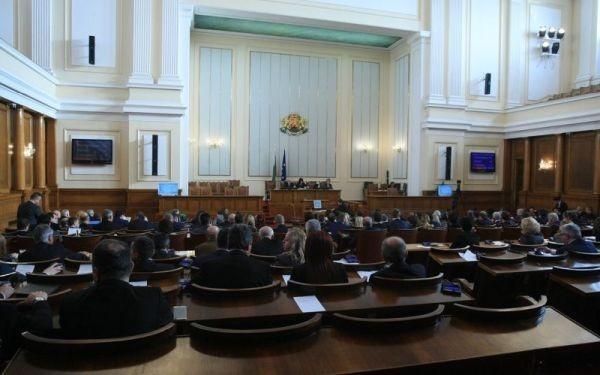 Животът на народните представители ще е застрахован за 30 000