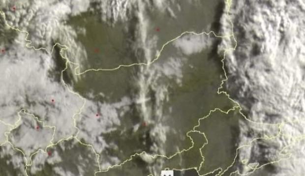 Облачен кръст се образува в небето над България навръх големия