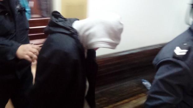 Снимка: При скандал: 16-годишен счупи ръката на мъж с дървена пръчка
