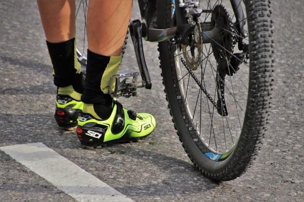 Снимка: Блъснаха колоездач по варненски булевард, шофьорът избяга