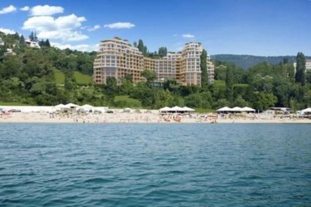 Руска туристка твърди, че е била пребита на плажа заради
