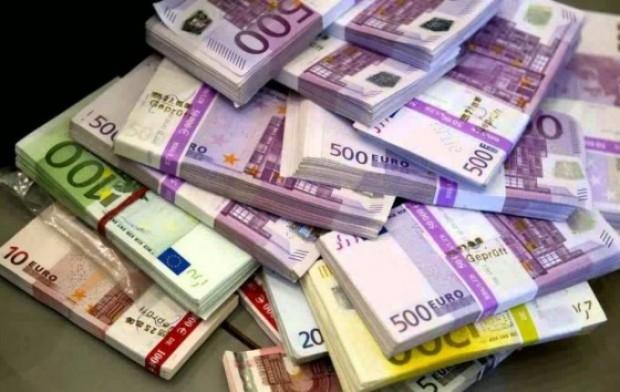 Над 100 000 евро задържаха митнически служители на Калотина на