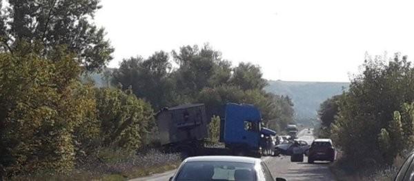 ДарикКатастрофа затруднява движението по пътя Русе-София в районана бившия циментов