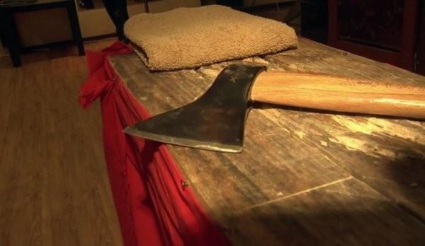 Снимка: 16-годишен руснак закла петчленното си семейство с брадва и самоуби се с нож