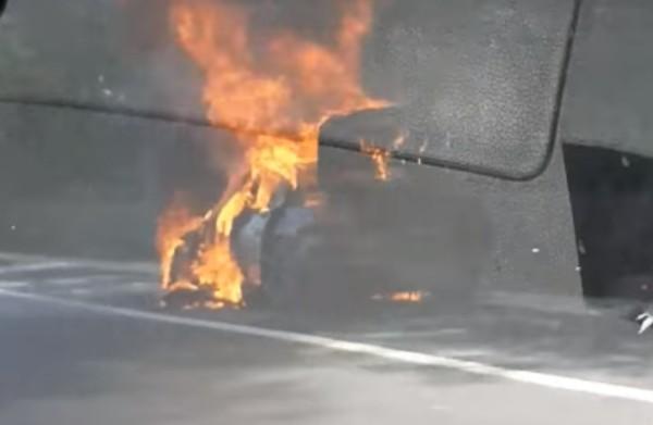 Виждам те КАТ-ВарнаЛек автомобил БМВ изгоря като факла на магистралата