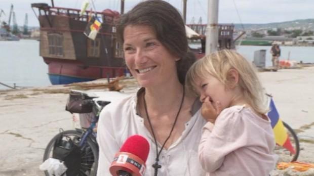 БНТМладо семейство от Франция пет години вече живее без да