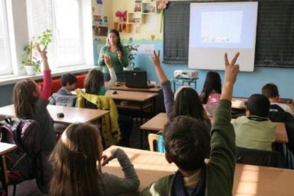 Около 1000 са обявените свободни работни места за учители преди