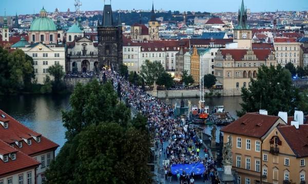 ReutersБлизо 5000 души участваха в Прага в протестна демонстрация срещу