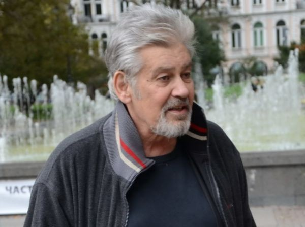 Стефан Данаилов бе опериран днес в Бургас. Операцията бе извършена