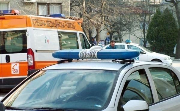 Възрастен мъж е загинал, а двама души са ранени при