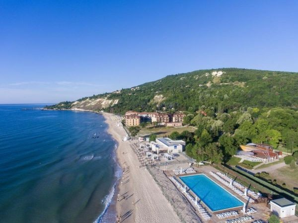 Кръчми и хотели по морето цакат клиентите си с абсурдни