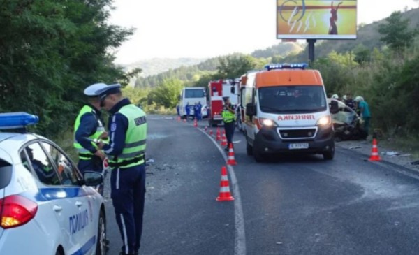 БГНЕСЕкипи на Спешна помощ и полицията бяха изпратени за зелен