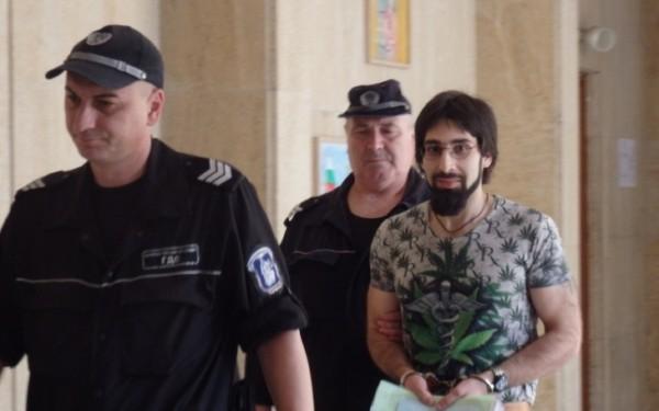Бургаският окръжен съд отказа да освободи предсрочнописателятДеян Димитров. Вмомента той