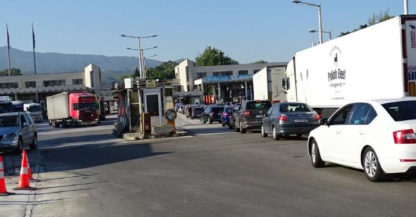 БГНЕСКолони от автомобили са се образували на граничен пункт