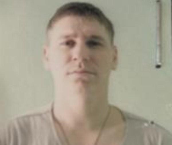 Полицията издирва двама мъже - Василе Морару (25 г.) и