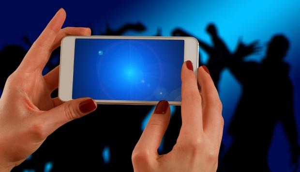 Снимка: 14-годишна задигна два телефона от дискотека по Крайбрежната алея