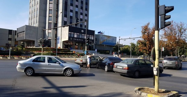 катастрофата до Община Варна вчера. Ето и официалното съобщение от