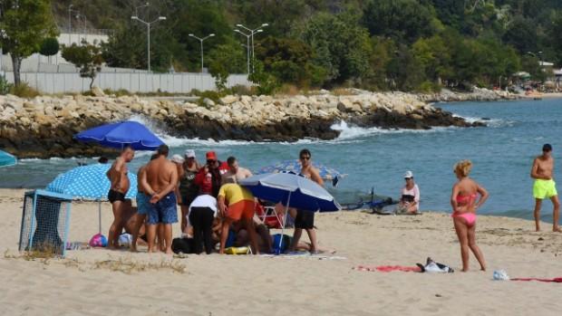 Черно мореМъж си глътна езика на плажа между втора и