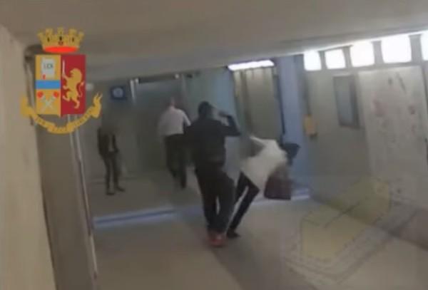 Брутално нападение извърши имигрант на гара Леко в Италия. То