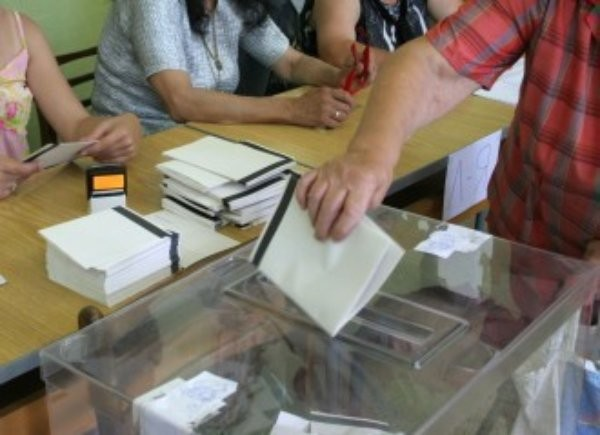- 23 партии и 5 коалиции, регистрирани в ЦИК;- 3