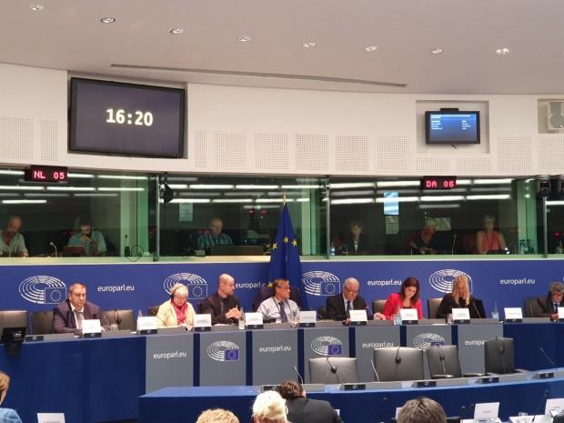 Европейският съюз трябва да продължи да си сътрудничи с Турция,