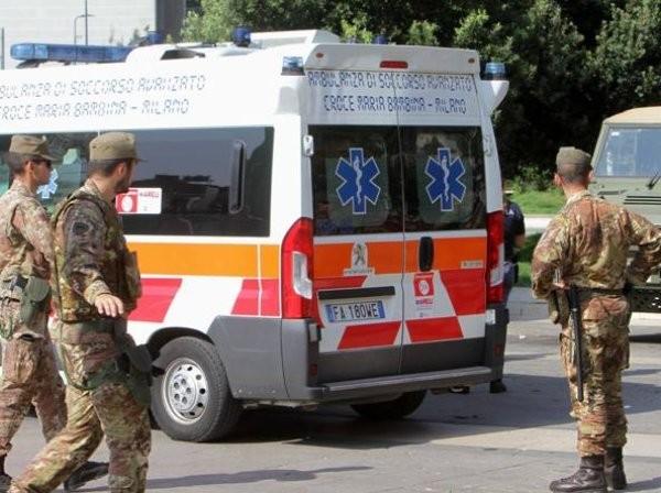 milano.corriere.itВъоръжен с ножица нападател заби оръжието си във врата и