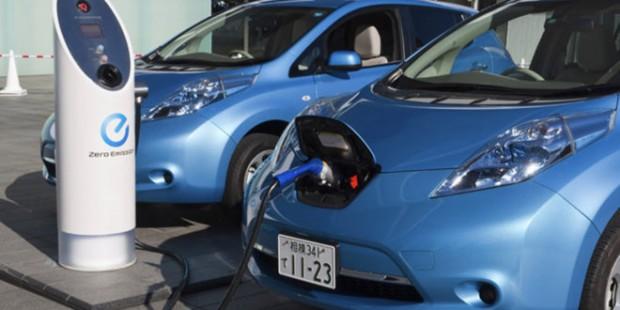 Снимка: Половината американци си мислят, че електромобилите се зареждат с бензин