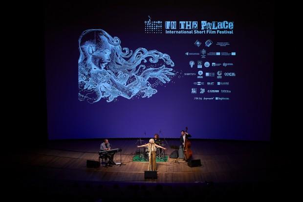 Снимка: Незабравима нощ с класически джаз и френски шансони във ФКЦ