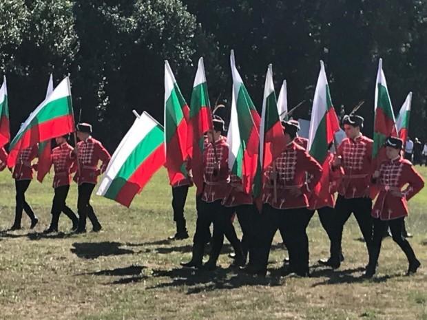 09:30 ч.Тържествено издигане на националното знаме;Молебен за България;Голямо празнично хоро;Място: