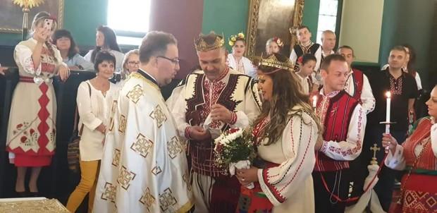Неповторимо събитие се завъртя тези дни във Варна. Младоженци решиха,