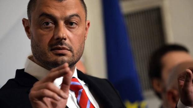 """Снимка: Бареков изригна: Давам 1000 евро награда за плъха """"съдия"""