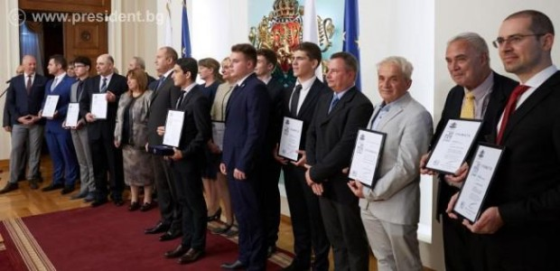 Държавният глава Румен Радев приветства вчера на церемония в Гербовата