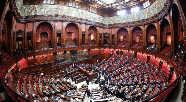 Италианският парламент ще гласува днес за намаляване на броя на