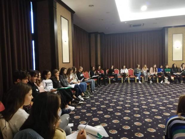 75 ученика от 12 варненски гимназии, в които има разкрити