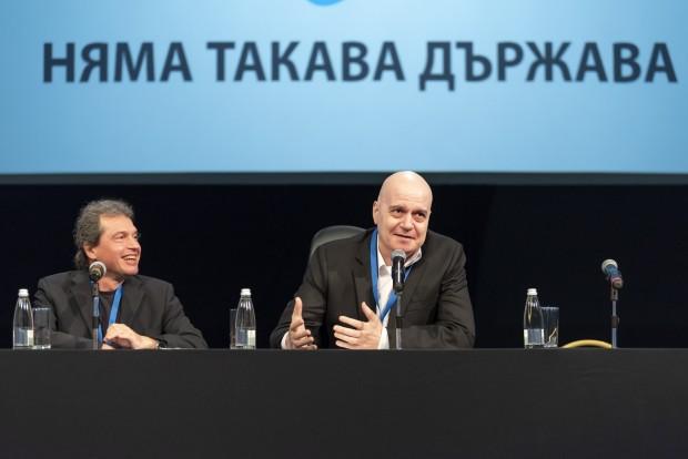Слави Трифонов вече започна да изключва хора от новата си