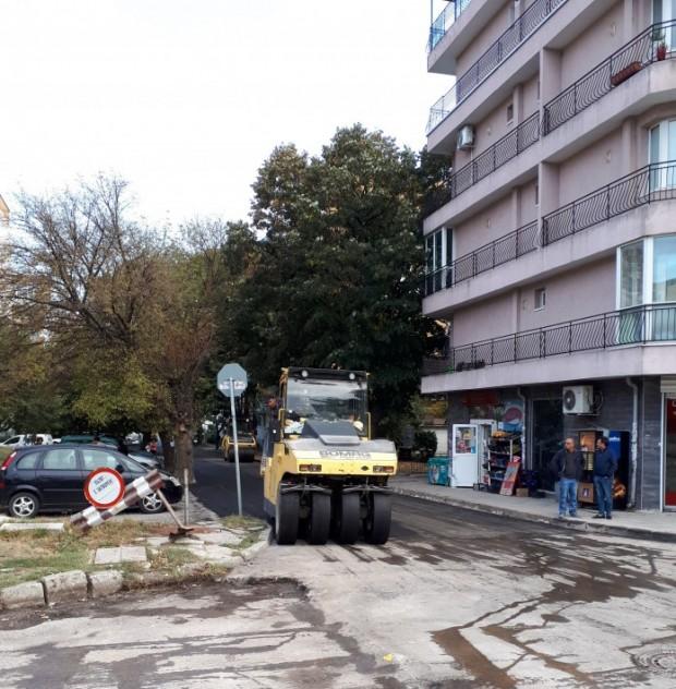 Продължават дейностите по рехабилитация на по-малките улици във Варна. Възложени